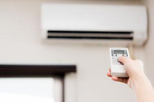 冷暖房効率を上げるには、断熱性の高い窓ガラスへの交換が有効