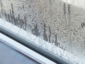 ガラスに霜が付く原因と対策をご紹介