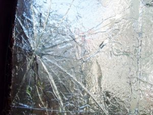 ガラスのひび