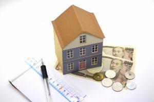 賃貸住宅で窓ガラスが割れたときの支払い先はどこになる?